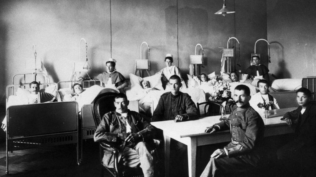 """İsveçrədə hərbi hospitalda """"İspan qripi"""" xəstələri. Dekabr, 1918"""